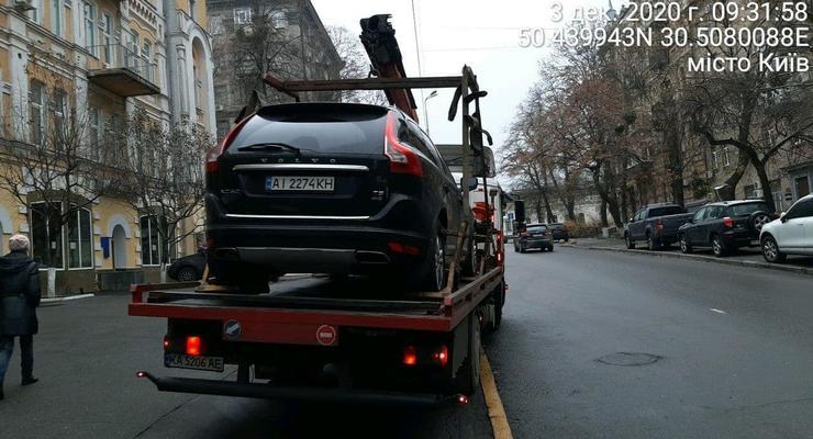 Борьба с героями парковки в столице продолжается: подробности