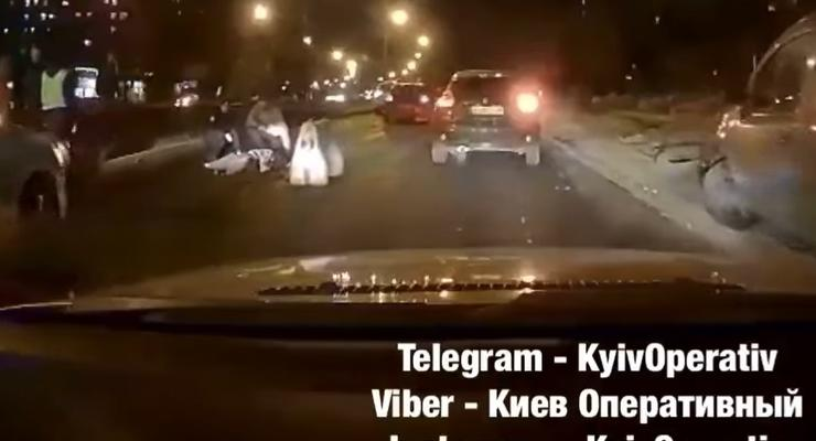 Смертельное ДТП с пешеходом в Киеве: жуткое видео