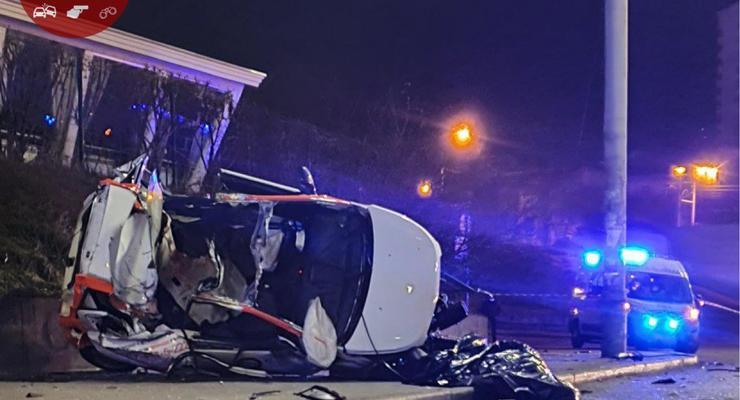 Смертельная авария в Киеве: от авто осталась только груда металла