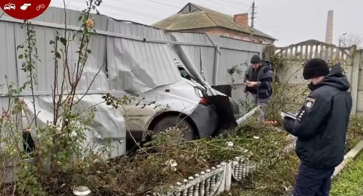 Пьяный водитель с компанией разгромили жилой дом под Киевом: видео