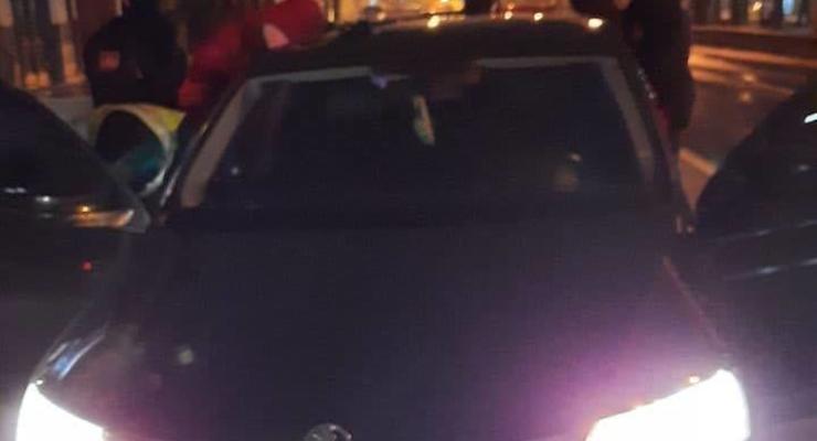 Пьяная девушка угнала автомобиль, чтобы увидеть елку: подробности