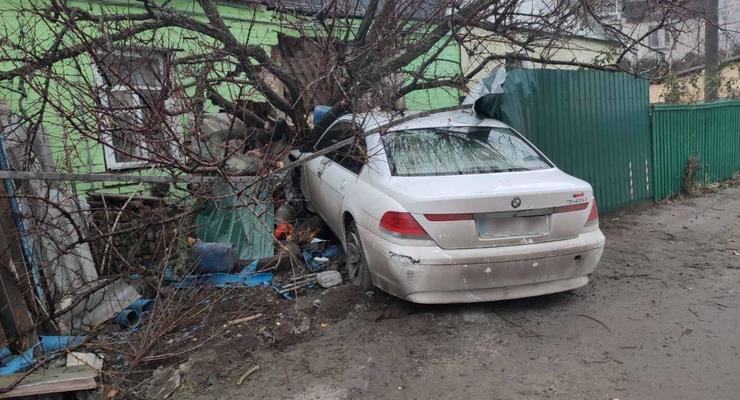 Пьяный водитель BMW заявил об угоне разбитого авто: необычное ДТП
