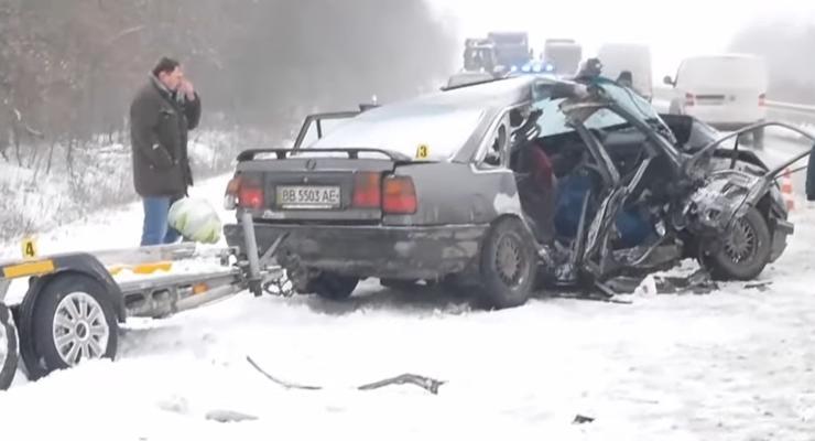 Смертельное ДТП на скользкой дороге в Кировоградской области: видео