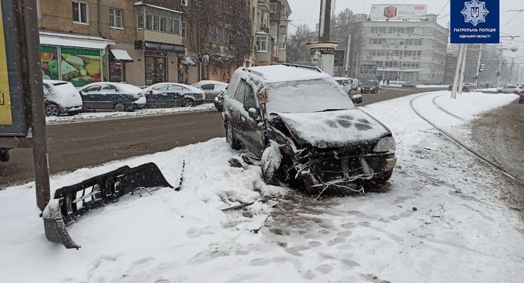 В Одессе из-за серьезной аварии загорелся трамвай: подробности
