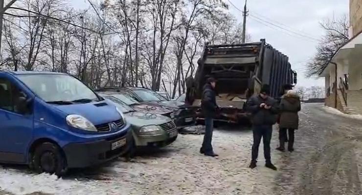 9 разбитых машин из-за скользкой дороги: подробности ДТП в Киеве