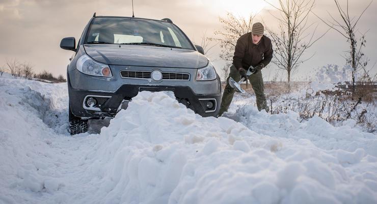 Что делать, если машина застряла в снегу: полезные советы