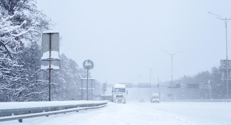 Гололед и снежные переметы: погода на дорогах Украины 9 февраля
