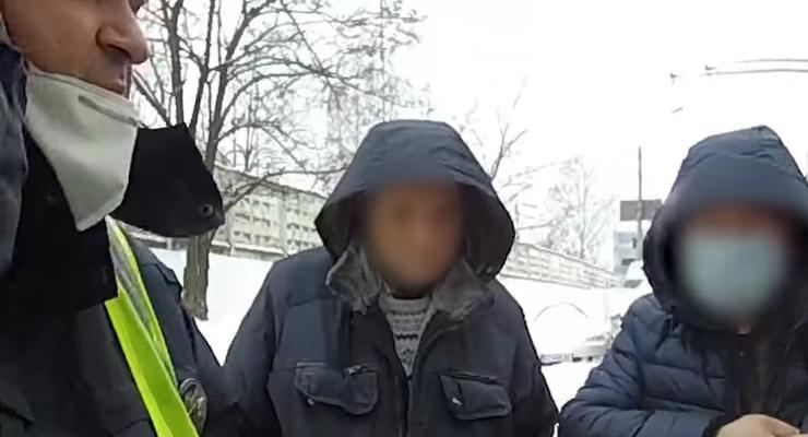 """В Киеве полиция поймала пьяного таксиста: выпил """"всего 100 грамм"""""""