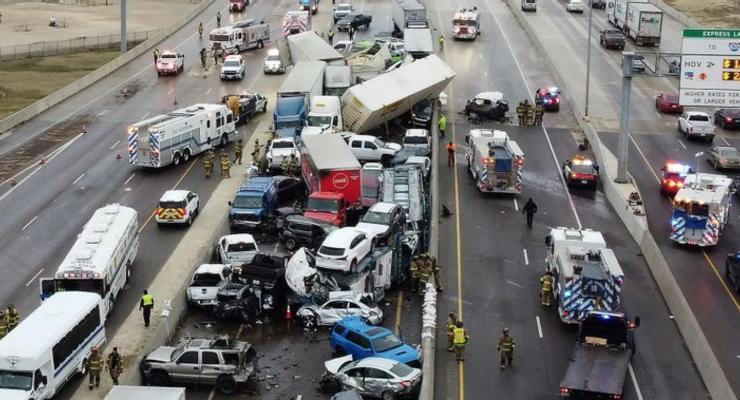 В США из-за гололеда на дороге столкнулось 130 авто: фото и видео
