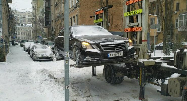 В Киеве родителей сделали виновными в эвакуации авто с детьми в салоне