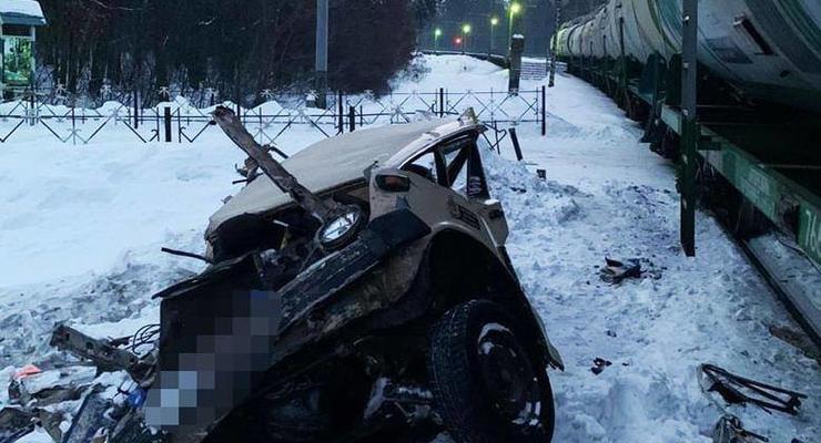 Смертельное ДТП на ж/д переезде в Киеве: подробности