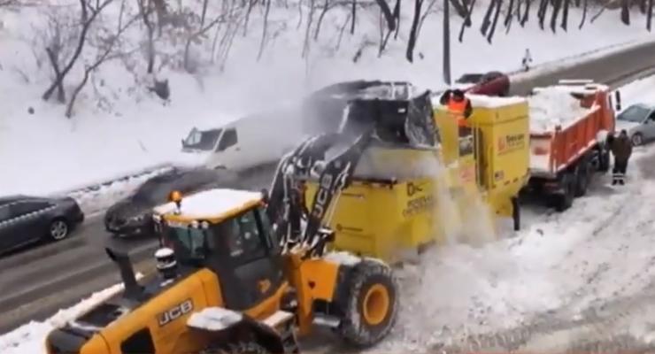 В Киеве заметили мобильные снегоплавильные машины: зачем они нужны