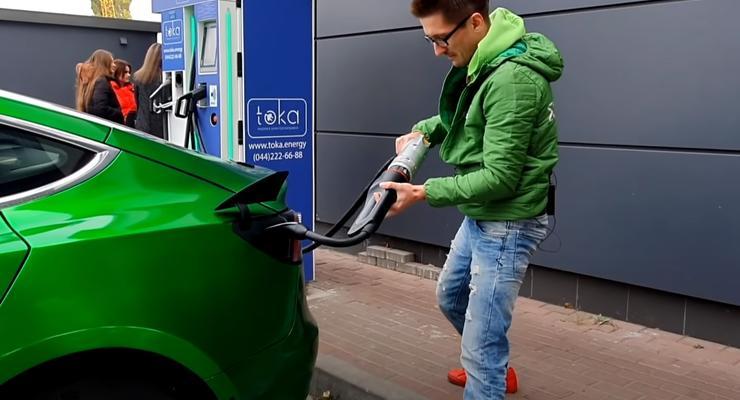 Сколько стоит зарядить электромобиль в Украине: Tesla против Nissan