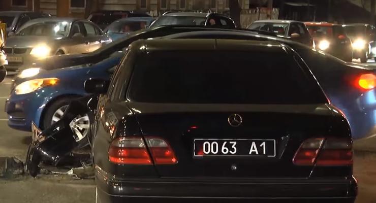 В результате аварии военного Mercedes и VW, пострадала беременная девушка