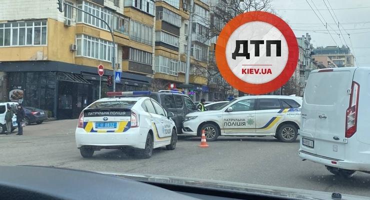 В Киеве полиция попала в ДТП во время погони: нарушителям удалось скрыться