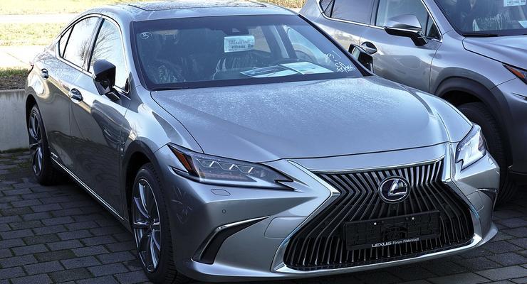 Главный энергетик страны купил новенький Lexus за 1,5 млн: подробности