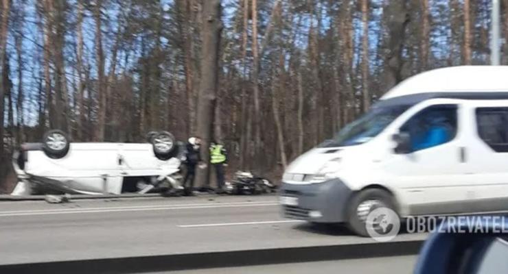 В Киеве ДТП с перевернутым автомобилем: первые подробности аварии