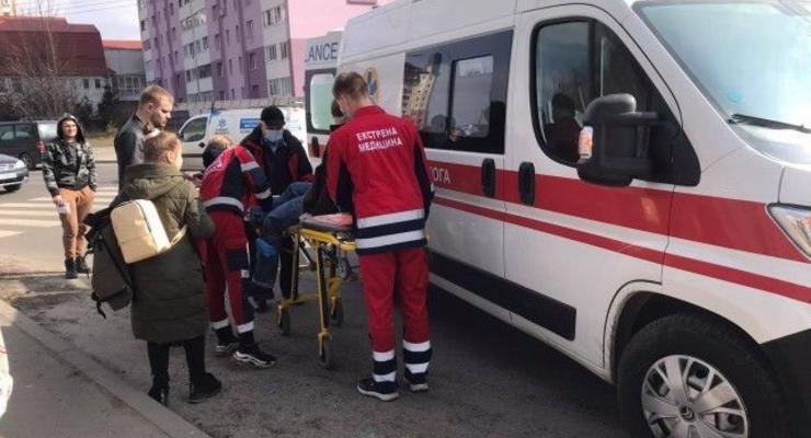 В Луцке на пешеходном переходе сбили брата и сестру: детей госпитализировали