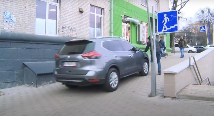 """""""Пешеходов давить нужно"""": киевские водители наглядно показали свое отношение к ПДД"""