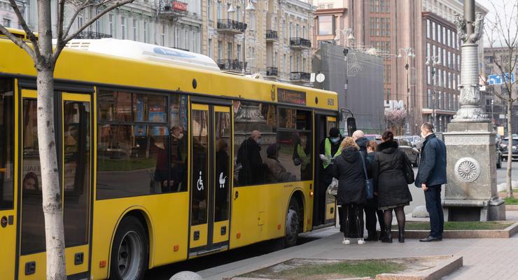 Проезд по спецпропускам в Киеве: Работу метро и транспорта ограничат