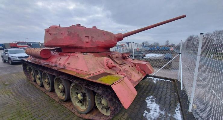 В Чехии мужчина сдал в полицию танк и САУ: фото