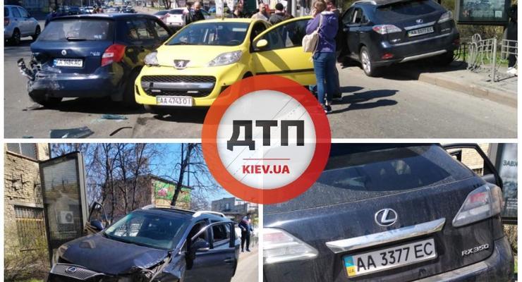 Компания под наркотой на Lexus устроила тройную ДТП в Киеве: подробности