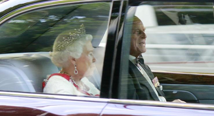 Автобус, крохотный Fiat и такси: на каких авто ездил принц Филипп