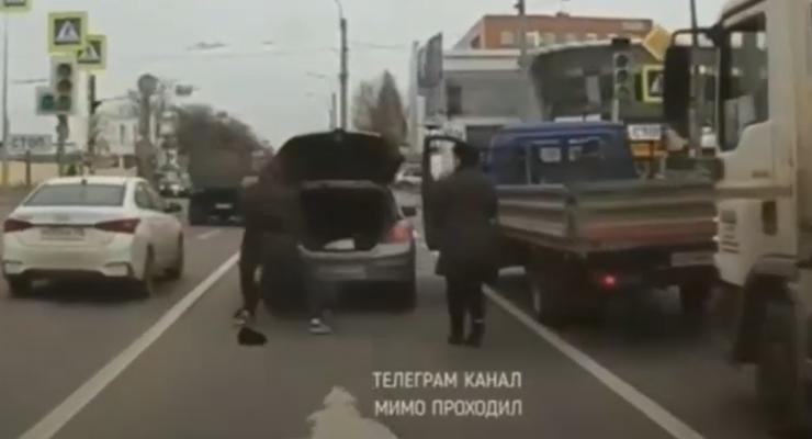 Драки на дорогах: Мгновенная карма, видео