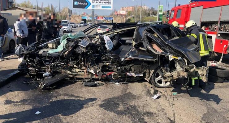 BMW разорвало пополам: серьезная авария с кроссовером в Одессе