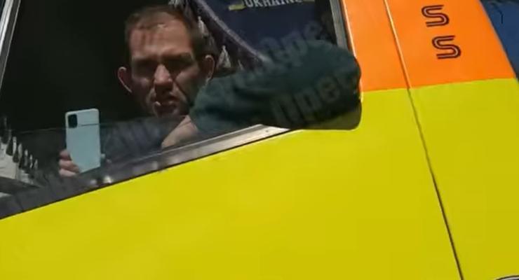 Нарушают ПДД и угрожают водителям: скандал с эвакуаторщиками в Киеве