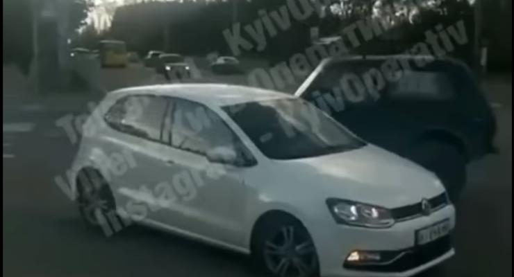 Конфликт из-за парковки в Киеве закончился стрельбой - видео 18+