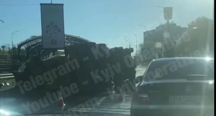 ДТП с бетономешалкой стало причиной огромных пробок в Киеве: карта
