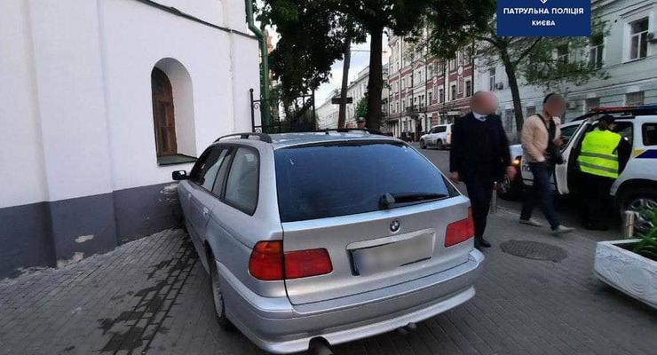 За сутки в Киеве обнаружили 33 пьяных водителя: один въехал в церковь