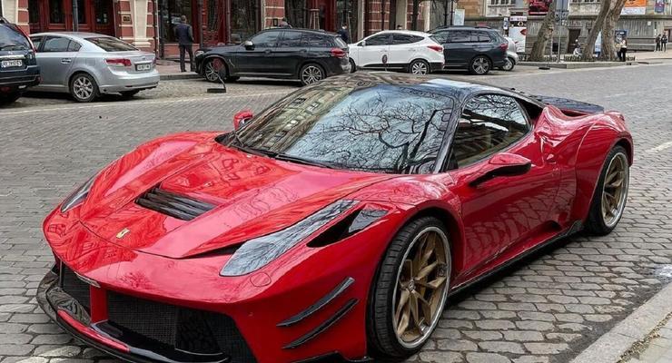 В Украине заметили редкий спорткар Ferrari в уникальном обвесе: фото