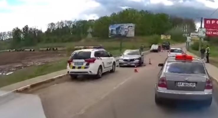 Тройное ДТП под Киевом из-за нарушения правил парковки: видео