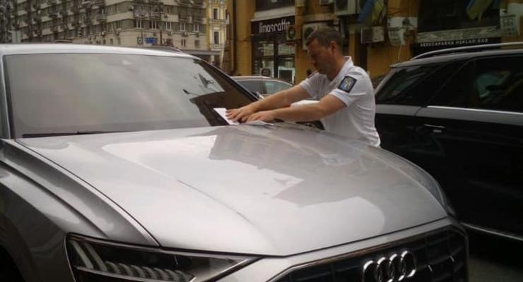 Водителей массово штрафуют за не уплату услуг парковки в Киеве