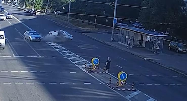 Пешеход спровоцировал массовое ДТП и сбежал: подробности аварии