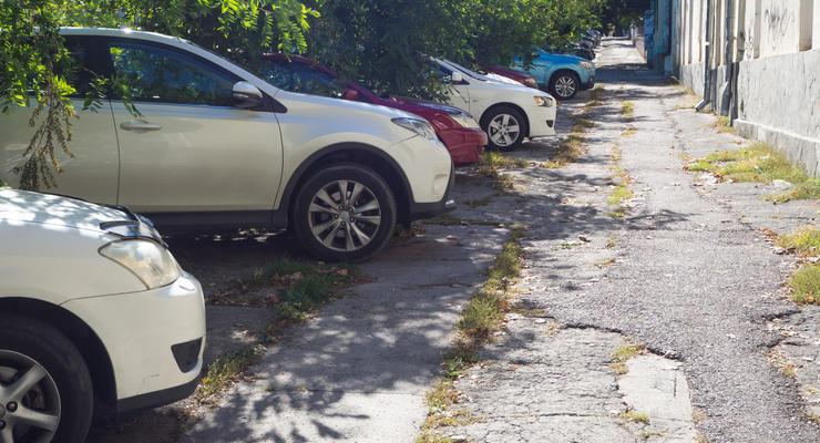 Парковка на тротуарах по ПДД Украины: как не получить штраф