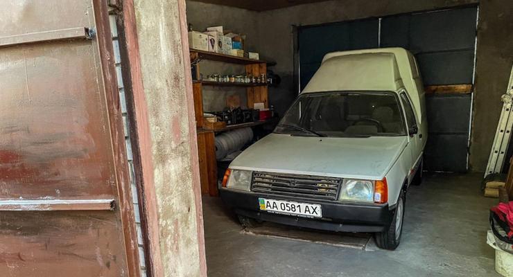 В Украине нашли необычную капсулу времени: новая Таврия пикап