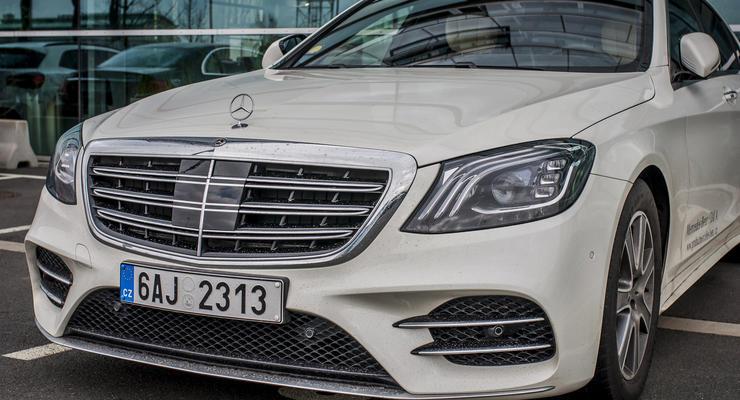 Почему украинские чиновники не платят налоги за Maybach и Ferrari