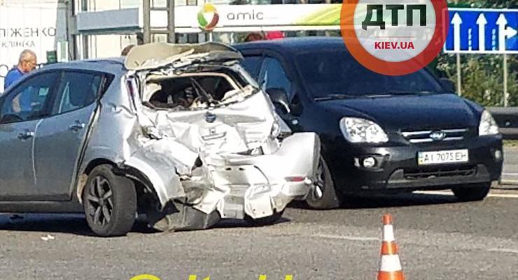 Женщине стало плохо за рулем и она устроила аварию из 5 авто: фото