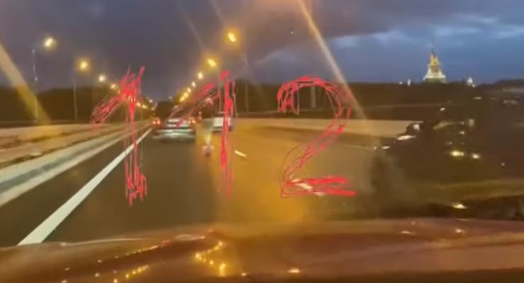 Водитель электросамоката установил новый рекорд скорости: видео