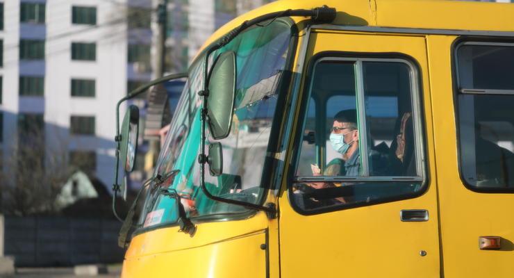 Водителям маршруток запретят курить и обяжут общаться на украинском