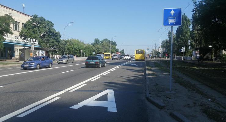 В Киеве у водителей забрали одну полосу на Харьковском шоссе