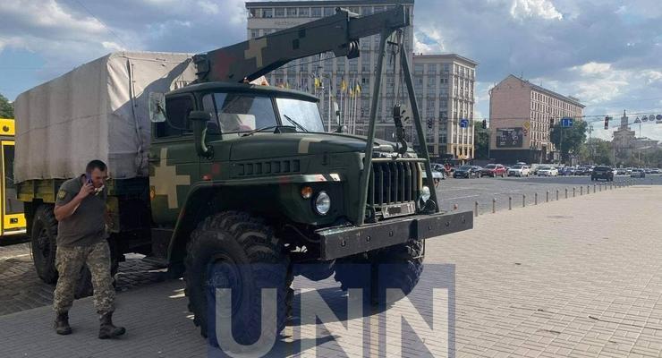 Военный грузовик протаранил несколько авто в центре Киева: фото