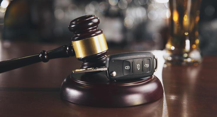 В судах массово закрывают дела против пьяных водителей: что известно