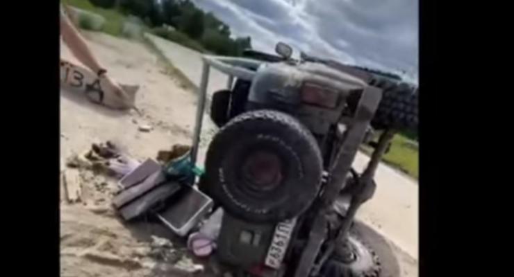 На окраине Киеве перевернулся УАЗ во время дрифта: курьезное видео