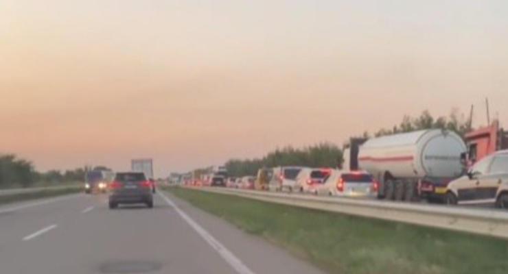 Из-за пробки на трассе Киев-Одесса, авто начали ехать по встречке