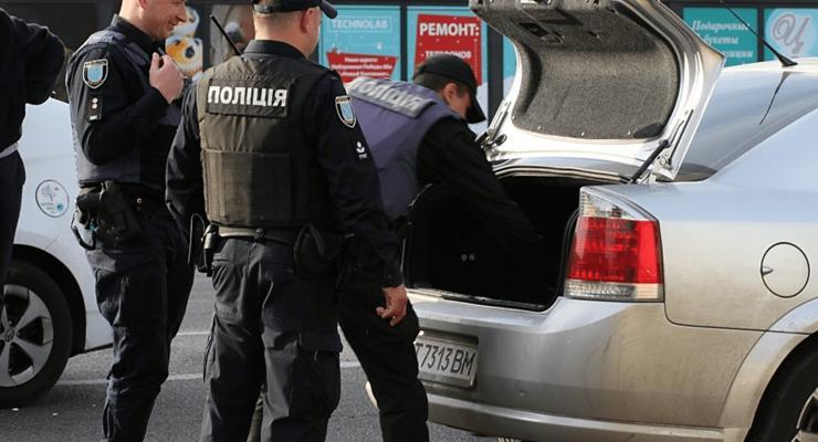 Что делать если полицейский попросил открыть багажник: советы юристов