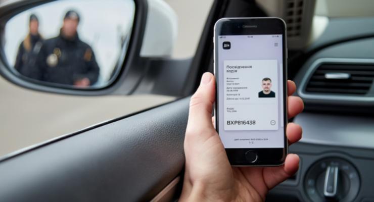 """Полиция начала штрафовать водителей за электронные права в """"ДІЯ"""""""